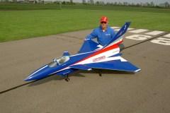 Johann Vief mit einer J 10 von Carf, Turbine Frank 18 kg, Einziehfahrwerk, Bremsen,Smokeanlage, Vectorsteuerung