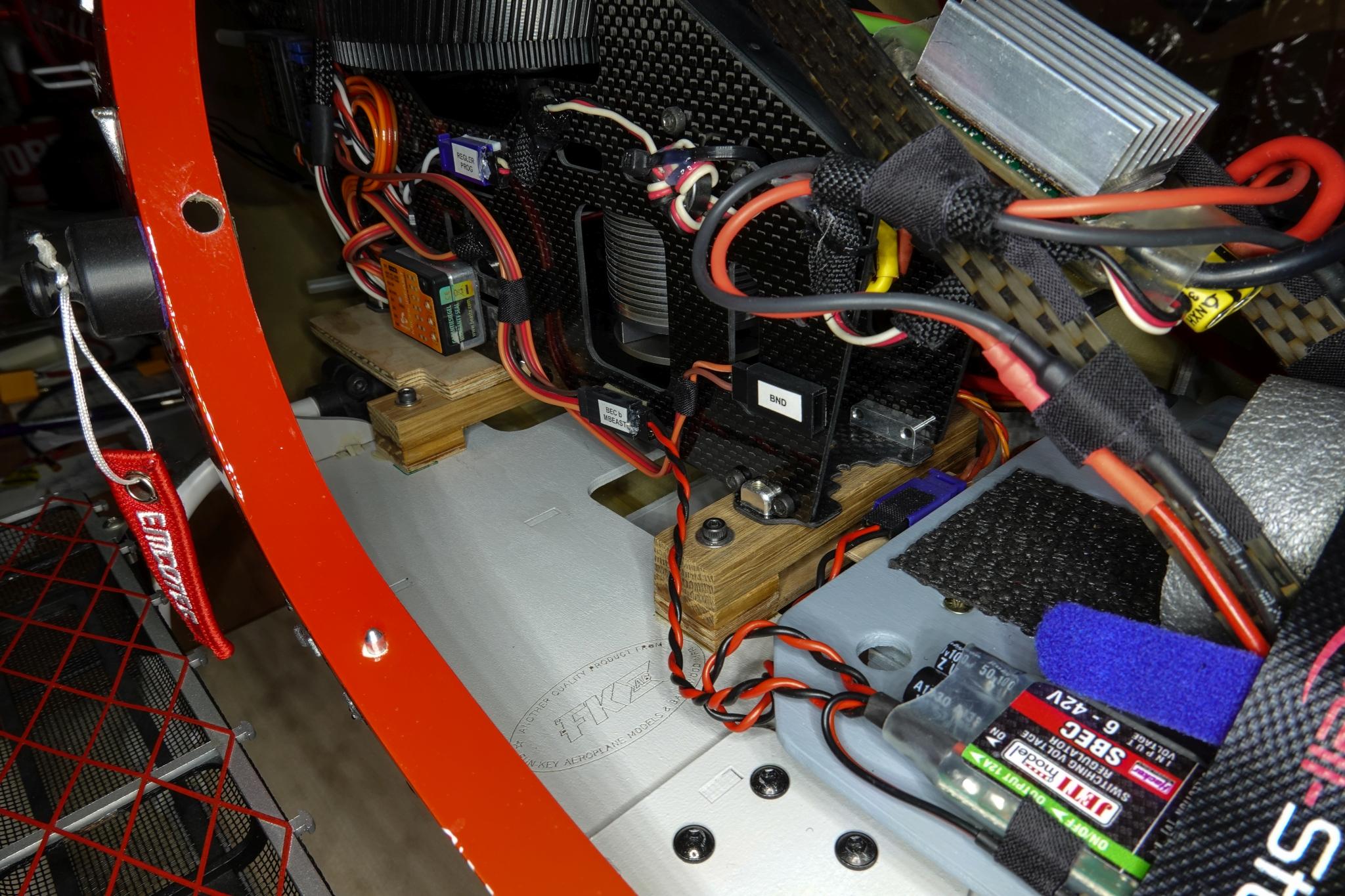 Mechanik hochgesetzt und eingebaut