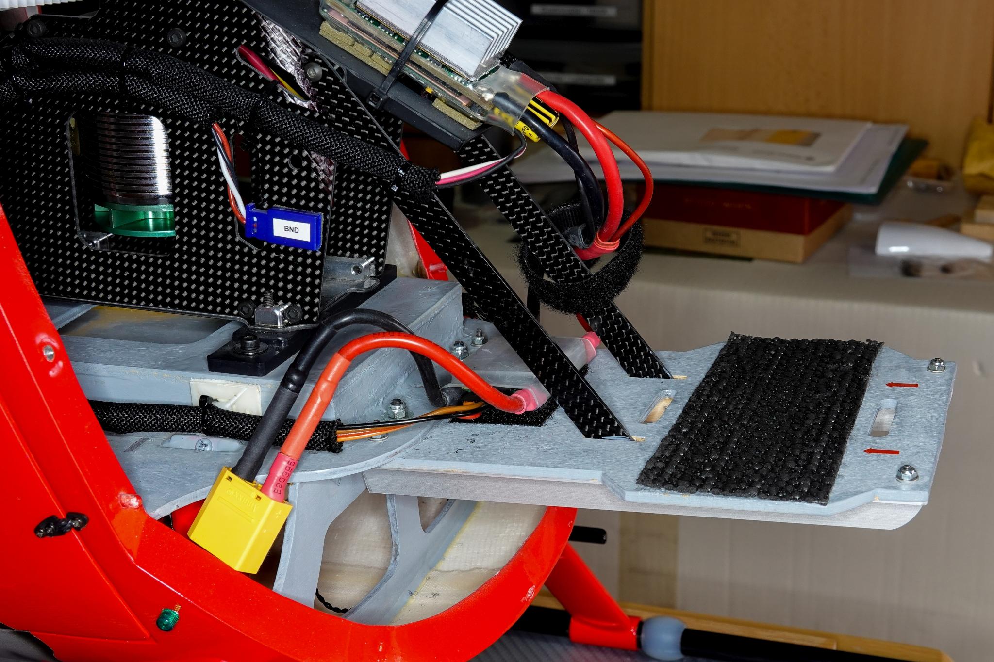 Lipoauflage mit CFK-Streben an der Mechanik befestigt
