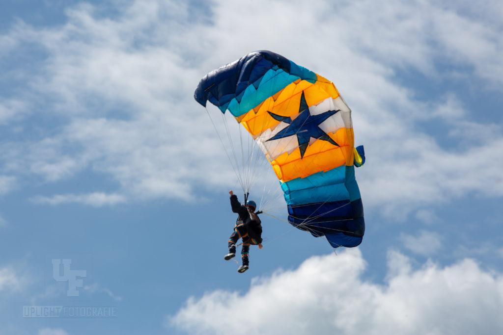 Fallschirmspringer von Linda Kessler