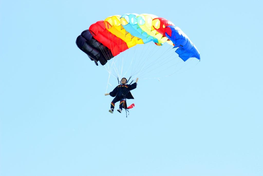 Fallschirmspringer von Willi Kramer
