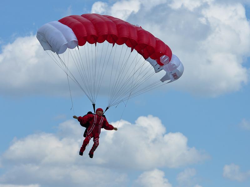 Fallschirmspringer von Ortwin Skirlo