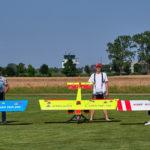 Karl-Heinz, Ortwin und Thomas mit Arbeitsgeräten